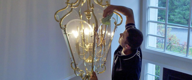 light-fixture-cleaning